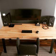 "319 Gostos, 21 Comentários - Zbigniew Mroczkowski (@yetanothertechchannel) no Instagram: ""Magnificent desk PC in all its glory... #workstation #setup #battlestation #gaming #productivity…"""