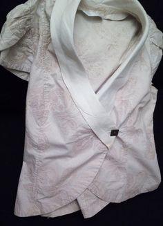 À vendre sur #vintedfrance ! http://www.vinted.fr/mode-femmes/autres-manteaux-and-vestes/31764804-top-veste-ete-manches-courtes-broderies-fermeture-cote