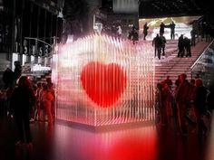 """En honor al día de San Valentín, se instaló en el Times Square, un gran corazón icónico de la frase: """"I *heart* NY"""", diseñado por el grupo de arquitectos """"BIG (Bjarke Ingels Group)""""."""