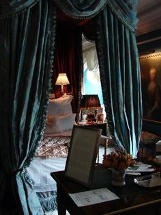 The canopy is beautiful. Who would want to leave the room? Beautiful Bedrooms, Beautiful Interiors, My New Room, My Room, Home Bedroom, Bedroom Decor, Hansel Y Gretel, Velvet Drapes, Velvet Bed
