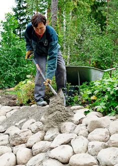 Tee itse rinteen kiveys | Meillä kotona Sloped Backyard Landscaping, Sloped Garden, Landscaping With Rocks, Backyard Water Fountains, Mosaic Walkway, Garden Waterfall, East Of Eden, Brick Patios, Greenhouse Gardening