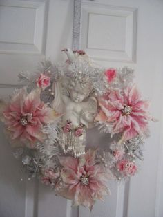 It's no wonder these 22 Versatile Shabby Chic Christmas Wreaths That Can Be Used All Year Round are so popular, consider designing one of your own. Couronne Shabby Chic, Shabby Chic Kranz, Rose Shabby Chic, Shabby Chic Wreath, Shabby Chic Homes, Shabby Chic Style, Christmas Poinsettia, Victorian Christmas, Pink Christmas