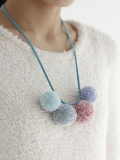 Pom pom necklace from hh. Fabric Jewelry, Diy Jewelry, Beaded Jewelry, Handmade Jewelry, Handmade Gifts, Pom Pom Crafts, Yarn Crafts, Diy Necklace, Crochet Necklace