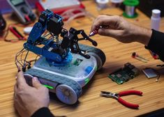Programmable Robot, Website Price, Robot Arm, Arduino, Inventions, Raising, Gadgets, Gadget