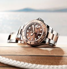 The watch of the open seas, the Rolex Yacht-Master embodies the privileged ties between Rolex and the world of sailing that stretch back to the 1950s. Here on deck: the Yacht-Master 37 in the Rolesor Everose version with a chocolate dial.