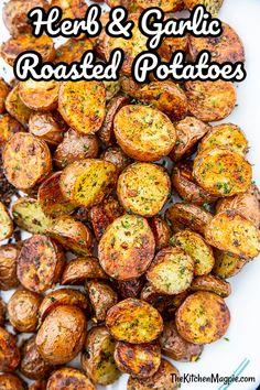 Garlic Potatoes Recipe, Crispy Baked Potatoes, Cooking Red Potatoes, Herb Roasted Potatoes, Smashed Red Potatoes, How To Roast Potatoes, Herbed Potatoes, Roasted Garlic Cloves, Hasselback Potatoes