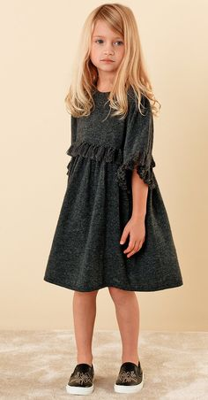 ALALOSHA: VOGUE ENFANTS: Must Have of the Day: The Chloé little girl channels the carefree bohemian mood of the Maison's Fall-Winter collection Source by moaguras invierno Little Girl Models, Little Girl Outfits, Kids Outfits, Cozy Fashion, Kids Fashion, Girls Channel, Chloe Kids, Dress Anak, Moda Kids