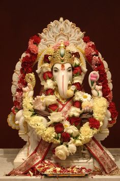 Make this Ganesha Chathurthi 2020 special with rituals and ceremonies. Lord Ganesha is a powerful god that removes Hurdles, grants Wealth, Knowledge & Wisdom. Jai Ganesh, Ganesh Lord, Ganesh Idol, Ganesh Statue, Shree Ganesh, Ganesha Art, Lord Krishna, Shri Ganesh Images, Ganesha Pictures