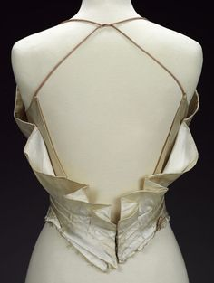 Evening bodice (image 3) | Charles James | American | 1937-1939 | satin | Victoria & Albert Royal Museum | Museum #: T.289-1978