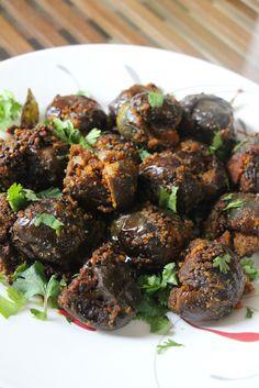 Ennai Kathirikai/ Stuffed Aubergine ( eggplant)/ Bharwan baingan http://www.veggierumblings.com/ennai-kathirikai-stuffed-aubergine-eggplant-bharwan-baingan/
