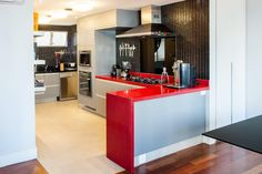 cozinha integrada Decoration, Kitchen Dining, The Good Place, Sweet Home, Bar, Interior Design, Architecture, Table, House