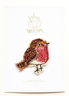 Sweet little robin made from fabric scraps Bird Embroidery, Free Motion Embroidery, Embroidery Stitches, Embroidery Patterns, Machine Embroidery, Sewing Crafts, Sewing Projects, Fabric Brooch, Textiles