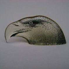 MARAVILHOSA peça em acrílico do mestre da arte cinética A. Palatnik nas cores âmbar e preto, com, dimensões aproximadas de 15 x 7 x 23 cm. Em PERFEITO estado de conservação, PERFEITA PARA COLECIONADORES. A. Palatnik - Cabeça De Aguia - Acrilico Anos 70 - R$ 650,00