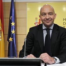España consigue el primer superávit comercial de la serie histórica