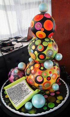 Sphere, round tiered cake
