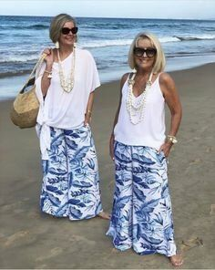 Fashion Over Fifty, Over 50 Womens Fashion, Fashion Over 50, Paris Outfits, Fashion Outfits, Fashion Hacks, Kinds Of Clothes, Clothes For Women, Coast Fashion