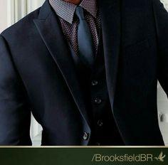 As microestampas vem ganhando espaço no guarda- roupas masculino, usado com gravata lisa, fica sofisticado e muito elegante.