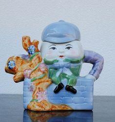Humpty Dumpty   cute ceramic Teapot by FEITX~make me an offer today~Bargain~