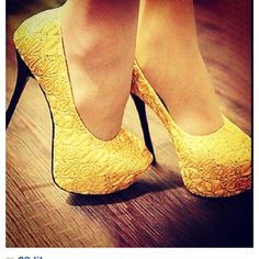 Love the color and texture of these shoes!