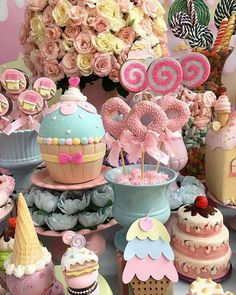 Ateliê Da Clari (@ateliedaclari) • Fotos e vídeos do Instagram First Birthday Parties, Birthday Celebration, First Birthdays, Ice Cream Theme, Ice Cream Party, Candy Theme, Candy Party, Donut Party, Cupcake Party