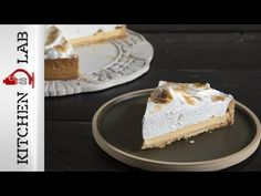 Lemon pie by the Greek chef Akis Petretzikis. Make easily this recipe for a lemon pie with a tart crust, lemon curd, and meringue on top! Creamy and delicious! Best Pie, Lemon Curd, Dessert Recipes, Desserts, Greek Recipes, Sweets, Meringue, Food, Pie