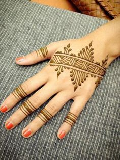 It is difficult to discover most recent Mehendi designs when web is full with same old however delightful henna designs. Mehndi or Henna additionally play… Henna Hand Designs, Mehandi Designs, Mehndi Designs Finger, Mehndi Designs For Beginners, Mehndi Designs For Fingers, Henna Tattoo Designs, Henna For Beginners, Henna Tattoos, Henna Ink