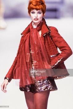 Linda Evangelista walks the runway at the Chanel Haute Couture Fall/Winter 1991-1992 fashion show during the Paris Fashion Week in July, 1991 in Paris, France.