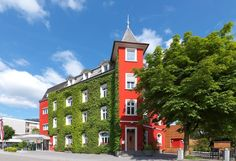 The family-run Hotel Schwärzler is a 15 to walk from the Old Town of Bregenz 1640 feet from the Weidach exit of the motorway and Hotel Schwärzler Bregenz Austria R:Vorarlberg hotel Hotels Inauguration Ceremony, In Season Produce, Rococo Style, Luxurious Bedrooms, World Heritage Sites, Old Town, Beautiful Gardens, Countryside, Multi Story Building
