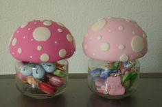 Pote feliz, idela para lembrancinha de aniversario, ou decoração , podendo colocar balinhas dentro, feito em biscuit em várias cores. R$7,00