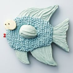 Under the Sea fish cake instructions from Martha Stewart.along with links for cute bear, owl or dog cakes. Fish Cake Birthday, Cool Birthday Cakes, Birthday Parties, Half Birthday, Birthday Celebration, Dog Cakes, Cupcake Cakes, Cake Templates, Animal Cakes
