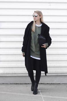 PAVLINA JAGROVA : khaki sweatshirt