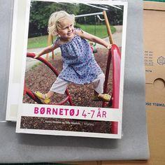 »Børnetøj 4-7 år«  Bogen kan købes hos Vingefang #børnetøj #grundmønstre #sytilbørn #syselv #meedom #forlagetvingefang
