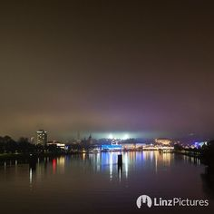 #bwlfcl  . . . . . . . #blauweiss #linz #linzpictures #igerslinz #igersaustria #linzer #fussball #bundesliga #soccer #gugl # mood #potd #riverdanube #donau #pfeiler #eisenbahnbrücke #skyline #citylights #upperaustria #lights