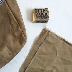 Fabric crafts Canvas - How to Wax Canvas Fabric Sewing Hacks, Sewing Tutorials, Sewing Projects, Sewing Tips, Diy Projects, Sewing Aprons, Sewing Clothes, Waxed Canvas Jacket, Diy Wax