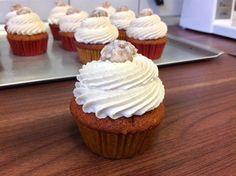 Dýňové cupcakes / Pumpkin cupcakes Cheesecake Cupcakes, Cheesecake Brownies, Brownie Cupcakes, Mini Cupcakes, Mini Pavlova, Thanksgiving Cupcakes, Blueberry Cupcakes, Pumpkin Cupcakes, Lemon Curd Filling