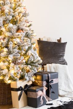 4 Easy Steps For Developing A Sunroom This Flocked White And Copper Christmas Tree Brings Coziness Into Any Space Learn How To Decorate A Tree With These Simple Tips Christmas Table Centerpieces, Christmas Table Settings, Christmas Tree Decorations, Christmas Diy, Holiday Decor, Christmas Quotes, Christmas Nails, Holiday Ideas, Rustic Christmas