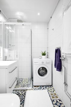 Laundry Bathroom Combo, Tiny House Bathroom, Modern Bathroom, Scandinavian Style Home, Scandinavian Interior Design, Bathroom Interior Design, Small Bathroom Layout, Small Toilet, Dream Home Design