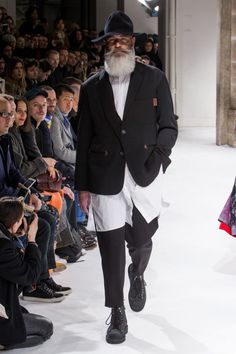 Yohji Yamamoto коллекция   Коллекции осень-зима 2017/2018   Париж   VOGUE