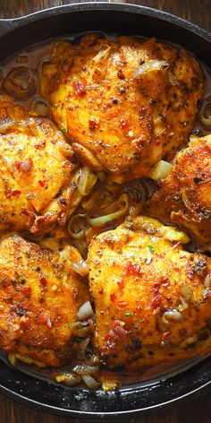 Easy Oven Roasted Chicken with Bacon in White Wine Sauce, baked chicken in cast iron pan Roast Chicken With Bacon, Oven Roasted Chicken Thighs, Baked Ranch Chicken, Chicken Thigh Recipes, Pork Roast, Roast Gravy, Roast Brisket, Recipe Chicken, Turkey Recipes