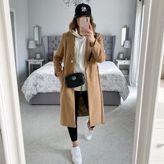 "Katie Walklet pe Instagram: ""It's only flipping Friday! 🎉🎉 another week ticked off! Have a lovely days folks ❤️ . . . . . . . . . . . . . . . #wintercoat #winteroutfits…"" Autumn Winter Fashion, Fall Winter, Winter Outfits, Casual Outfits, Winter Is Coming, Business Attire, Mom Style, Winter Coat, World Of Fashion"