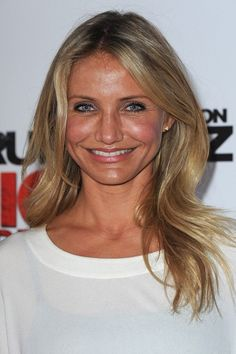 Cameron Diaz Layered Cut - Cameron flashed her stunning smile and donne a simple, softly-waved, layered look. Cameron Dias, Cameron Diaz 2017, Hair Inspo, Hair Inspiration, Hair Dos, Your Hair, Blond, Hair Heaven, Holiday Hairstyles