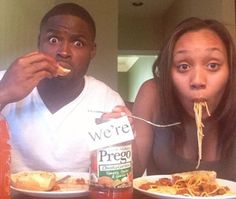 Baltimore Ravens wide receiver Torrey Smith and his wife Chanel had an adorable way of announcing their pregnancy on Instagram: With some spaghetti and a jar of Prego!  http://thestir.cafemom.com/celebrity_moms/174457/12_best_celebrity_pregnancy_announcements/117413/torrey_smiths_spaghetti_sauce_pun/8