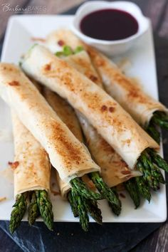Phyllo, Parmesan, Bacon, and Asparagus Bundles #recipe #sidedish #bacon
