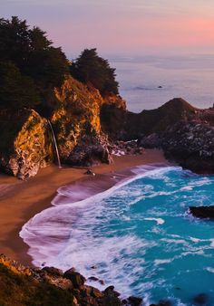 Big Sur is one of our favorite places in the world! If you are visiting, here are 11 Things You Can't Miss in Big Sur California. State Parks, Big Sur State Park, Best Places To Camp, Places To Travel, Places To Visit, Big Sur California, California Travel, California Sunset, Travel Oklahoma