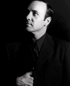 Kevin Spacey love this guy Celebrities With Glasses, Celebrities With Cats, Celebrities Before And After, Celebrities Then And Now, Kevin Spacey, Special People, Good People, Amazing People, Funny Outfits