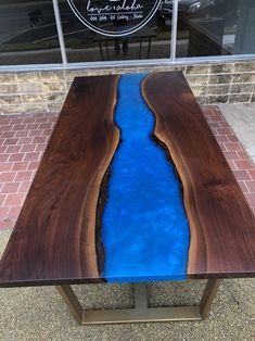 Great Ideas for Wood Table Projects Finding your place in wood furniture plan is such a great feeling. All Wood Furniture, Custom Furniture, Furniture Plans, Live Edge Table, Live Edge Wood, Wood Table Design, Table Designs, Dining Table Height, Wooden Diy