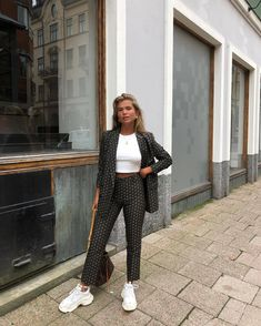 Discovered by Mademoiselle. Find images and videos about fashion, style and outfit on We Heart It - the app to get lost in what you love. Fall Fashion Trends, Fashion 2017, Fashion Outfits, Kimono Outfit, Mein Style, Estilo Fashion, How To Pose, Looks Style, Mode Outfits