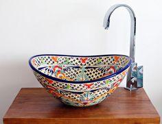 Ovale Mexiko Waschbecken. Unsere exklusive Aufsatzwaschbecken MEX 7 bestechen nicht nur durch ihre farbenfrohen mexikanischen Muster, sondern auch durch ihre ovale Form. Landhaus, Ethno-Stil, mediterran oder bunt & ausgefallene Designs erhältlich. Versand aus Deutchland.