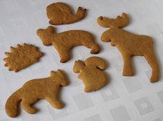 Pepparkaka-Tradiční švédské sušenky, které každý rok kupuju taťkovi k vánocům. Drahý ale letos koupil v IKEA vykrajovátka a rozhodl se, že si upečeme ... Christmas Gingerbread, Gingerbread Cookies, Christmas Cookies, Bread Man, Cookie Icing, Ikea, Baking, Desserts, Ginger Bread