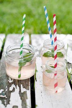 Rabarbersaft Rhubarb Juice, Birthday Candles, Sugar, Drinks, Food, Glasses, Drinking, Eyewear, Beverages